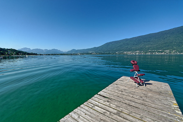 chaise de massage au bord du lac du Bourget